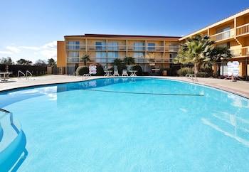 La Quinta Inn & Suites Redding - Redding, CA 96002 - Pool