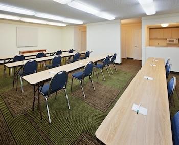 La Quinta Inn & Suites Redding - Redding, CA 96002 - Meeting Facility
