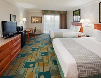 La Quinta Inn & Suites Redding - Redding, CA 96002 - Guestroom