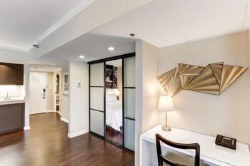 Avenue of the Arts Costa Mesa, a Tribute Portfolio Hotel - Costa Mesa, CA 92626 - Living Area
