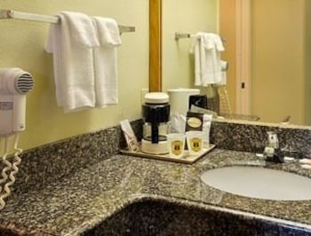 Super 8 Athens - Athens, AL 35611 - Bathroom