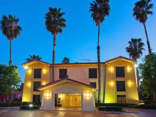 聖貝納迪諾拉昆塔套房飯店