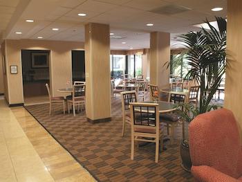 La Quinta Inn & Suites Thousand Oaks Newbury Park - Thousand Oaks, CA 91320 - Property Amenity