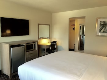 Days Inn Yosemite Area - Fresno, CA 93710 - In-Room Amenity