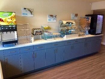 Days Inn Yosemite Area - Fresno, CA 93710 - Buffet
