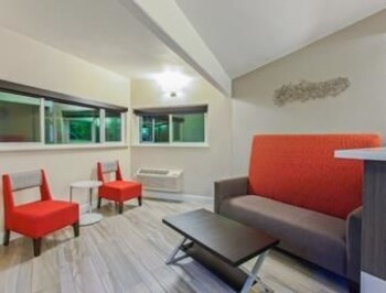 Days Inn Yosemite Area - Fresno, CA 93710 - Lobby