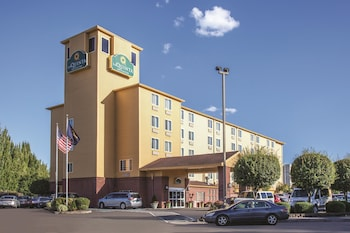 La Quinta Inn Suites Hotels Closest To Mcmenamins Edgefield