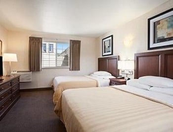 Travelodge By The Bay - San Francisco, CA 94123 - Guestroom