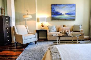 Olde Harbour Inn - Savannah, GA 31401 - Living Area