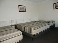 Room (3 Beds)