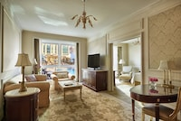Executive Suite, One King Bed
