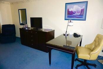 Heritage Inn And Suites Ridgecrest - Ridgecrest, CA 93555 - Guestroom