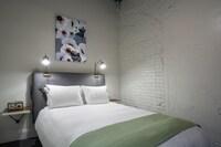 Room, 1 Queen Bed (Interior)