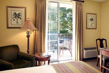 Trianon Old Naples - Naples, FL 34102 - Guestroom