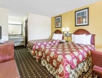 Days Inn Blakely Ga - Blakely, GA 39823 - Guestroom