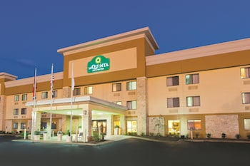 La Quinta Inn Suites Goodlettsville Nashville 13 4 Miles From Vanderbilt University Hospital