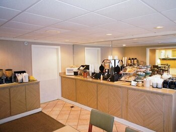 La Quinta Inn & Suites Raleigh Durham Airport S, Morrisville, North Carolina, United States