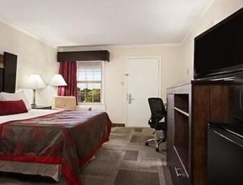 Days Inn Wilmington Newark - Wilmington, DE 19803 - Guestroom