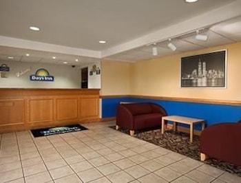 Days Inn Wilmington Newark - Wilmington, DE 19803 - Lobby