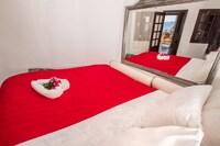 Honeymoon Apartment, Balcony, Sea View (Jetted Tub)