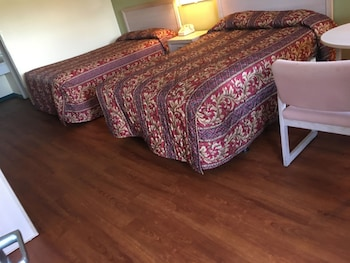 Woodstream Inn - Hogansville, GA 30230 - Guestroom