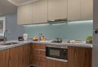 Executive Suite, 1 Queen Bed, Kitchen
