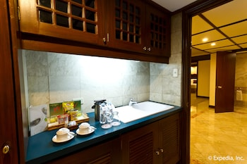 Waterfront Airport Hotel Cebu Coffee Service