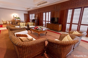 Waterfront Airport Hotel Cebu Lobby Sitting Area