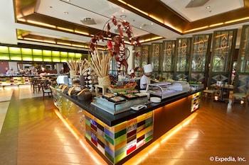 Waterfront Airport Hotel Cebu Dining