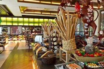Waterfront Airport Hotel Cebu Buffet