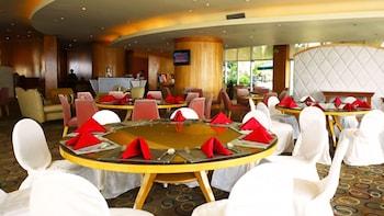 Pan Pacific Manila Hotel Lounge