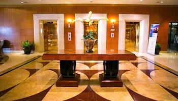 Pan Pacific Manila Interior Entrance