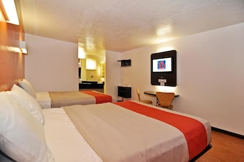Motel 6 Willows - Willows, CA 95988 - Guestroom