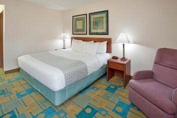 La Quinta Inn & Suites Des Moines/West-Clive - Clive, IA 50325 - Guestroom