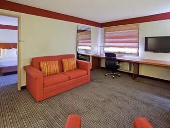 La Quinta Inn & Suites Springdale - Springdale, AR 72762 - Guestroom