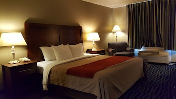Comfort Inn & Suites Sequoia/Kings Canyon - Three Rivers, CA 93271 - Guestroom