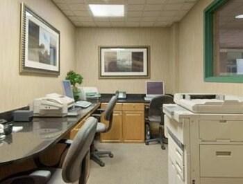 Wingate by Wyndham - Macon - Macon, GA 31210 - Business Center