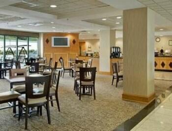 Wingate by Wyndham - Macon - Macon, GA 31210 - Breakfast Area