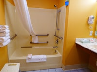 Room, 1 King Bed, Accessible, Refrigerator & Microwave (1st Floor, Non-Smoking)