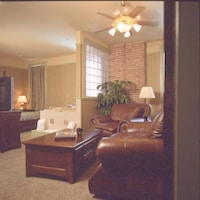 Suite, 1 King Bed (Annex Jacuzzi Suite)