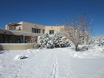 Adobe and Stars Bed and Breakfast Inn, Arroyo Seco, NM, US