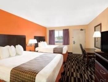 Howard Johnson Express Inn - Ceres - Ceres, CA 95307 - Guestroom