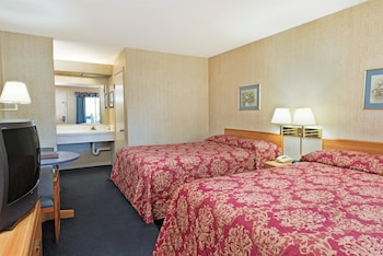 Super 8 Auburn Ca - Auburn, CA 95603 - Guestroom