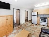 Suite, 2 Queen Beds, Refrigerator