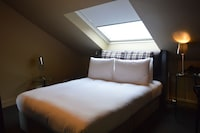 Double Room, 1 Queen Bed (Petite)
