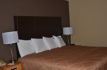 Boarders Inn And Suites - Fayette, IA 52142 - Guestroom