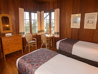 Classic Room, Two Twin Beds