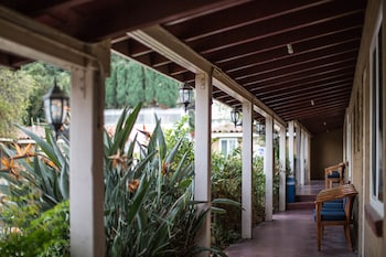 El Patio Inn Is An Independent Motel Located On Ventura Blvd In Studio City,  California. Sportsmenu0027s Lodge Events Center Is Nearby.