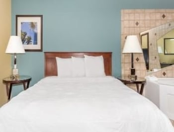 Travelodge Grand Junction - Grand Junction, CO 81506 - Guestroom