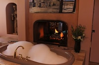 Romantic Villa, 1 King Bed, Jetted Tub, Mountain View